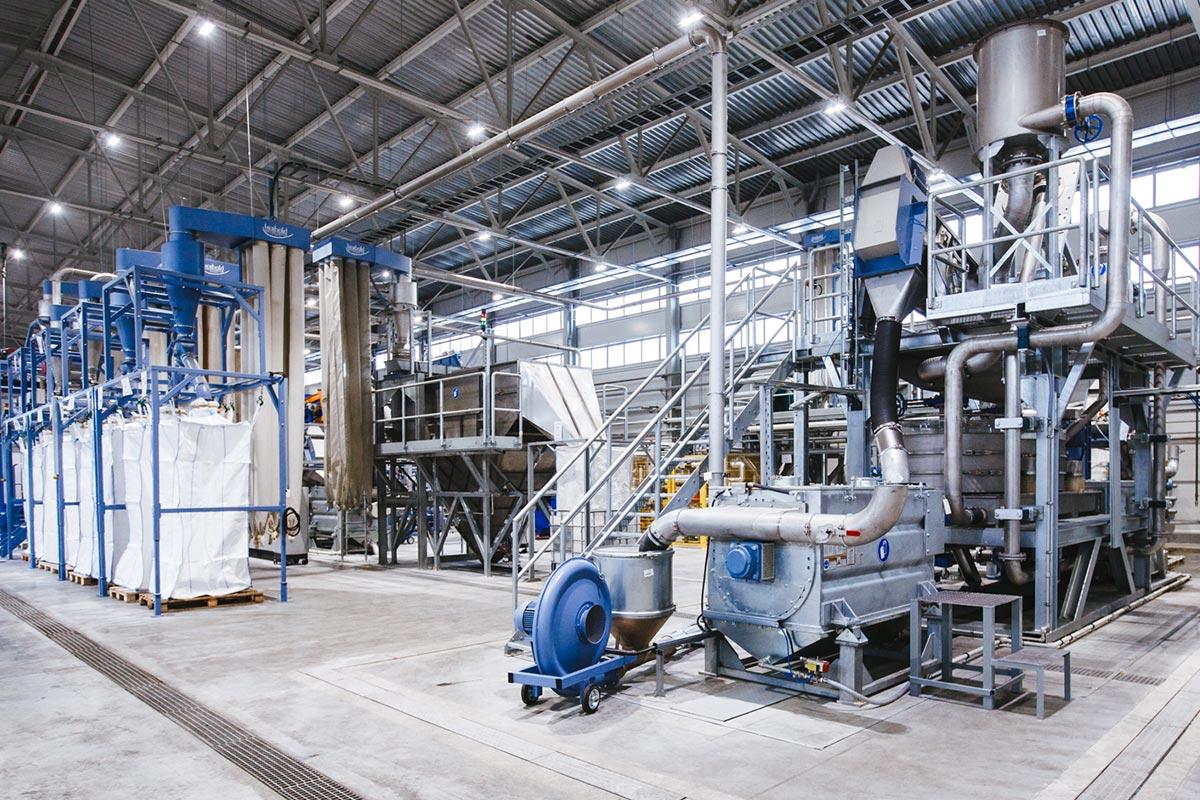 производство полимерных материалов компанией Базис